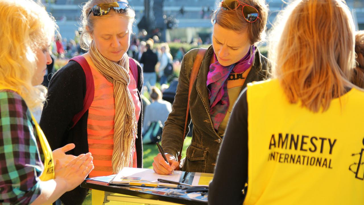 Amnesty International street recruitment